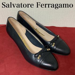 サルヴァトーレフェラガモ(Salvatore Ferragamo)のサルヴァトーレ フェラガモ Ferragamo  パンプス リボン 黒(ハイヒール/パンプス)