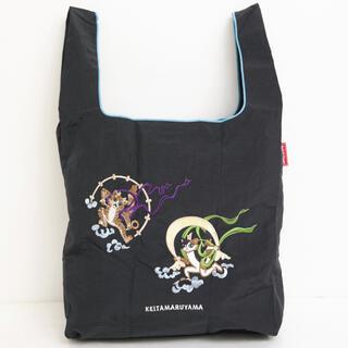 ケイタマルヤマ(KEITA MARUYAMA TOKYO PARIS)の【新品】ケイタマルヤマ エコバッグ 猫風神雷神 ブラック(エコバッグ)