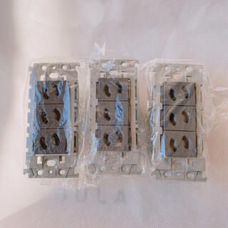 Panasonic - 【3個】WTL106349H 配線器具 抜け止めトリプルコンセント 絶縁枠付