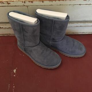 UGG - UGG boots.