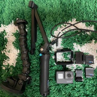 ゴープロ(GoPro)のGoPro HERO5  BLACK 付属品付き お買い得セット(コンパクトデジタルカメラ)