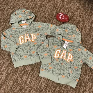 ベビーギャップ(babyGAP)の新品タグ付き‼︎ 80㎝ 恐竜パーカーくま耳 綿100% 双子ちゃんにも♡(トレーナー)