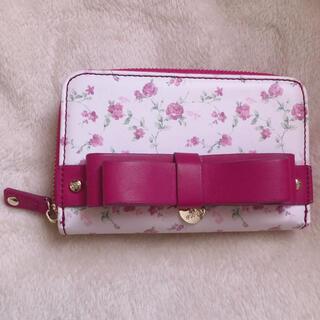 メゾンドフルール(Maison de FLEUR)のMaison de FLEUR 花柄二つ折り財布(財布)