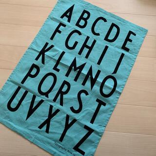 アクタス(ACTUS)のデザインレターズ ティータオル ブルー(収納/キッチン雑貨)