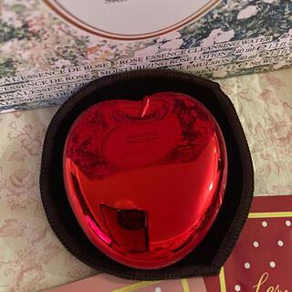 レメルヴェイユーズラデュレ(Les Merveilleuses LADUREE)のラデュレ【スペシャルパウダーコンパクト】りんご(ボトル・ケース・携帯小物)