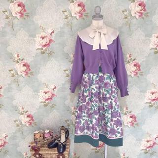 フィント(F i.n.t)の【新品未使用】fint ガーデンフラワー柄スカート(purple)(ひざ丈スカート)