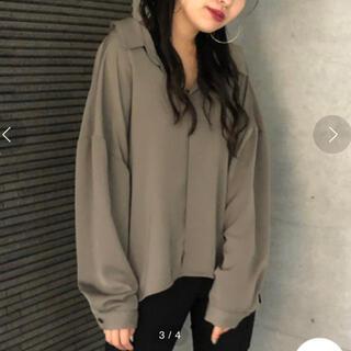 アンビー(ENVYM)のENVYM バックドレープシャツ カーキ(シャツ/ブラウス(長袖/七分))