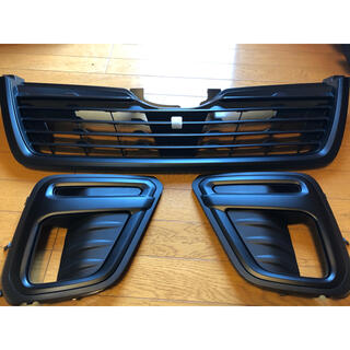 スバル - フォレスター SK9  フロントグリル フォグランプカバー塗装品 二液性艶消し黒