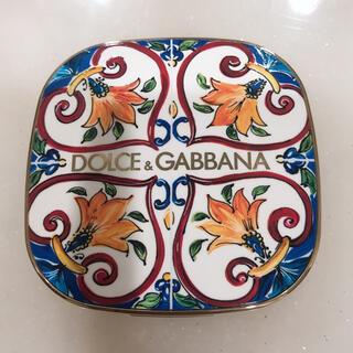 ドルチェアンドガッバーナ(DOLCE&GABBANA)のソーラーグロウ イルミネーティングパウダー デュオ(チーク)