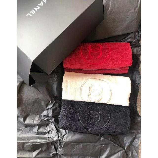 CHANEL(シャネル)のCHANEL希少品ハンカチ三枚セット未使用箱付き レディースのファッション小物(ハンカチ)の商品写真