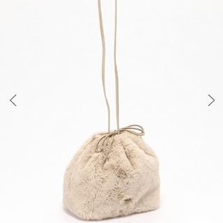 ファーバッグ 巾着バッグ ベージュ エコファー バーバリーブルーレーベル(ハンドバッグ)