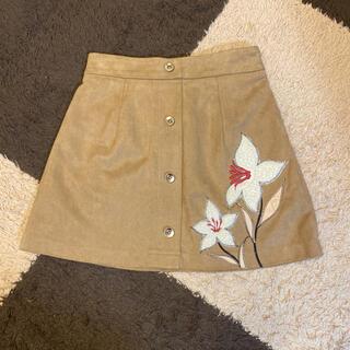 ミーア(MIIA)のミーア お花ぷっくり スェードタッチスカート(ミニスカート)