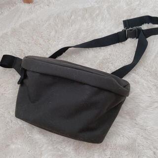 ユニクロ(UNIQLO)のユニクロ ウエストバッグ バッグ 黒 ナイロン ボディーバッグ サコッシュ(ウエストポーチ)