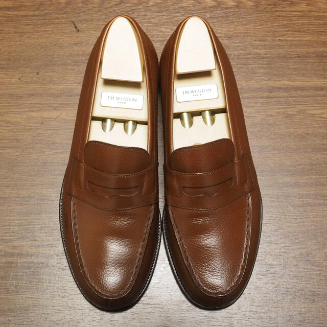 J.M. WESTON(ジェーエムウエストン)のJ.M.WESTON 6D 180ローファー ブラウン グレインレザー メンズの靴/シューズ(ドレス/ビジネス)の商品写真