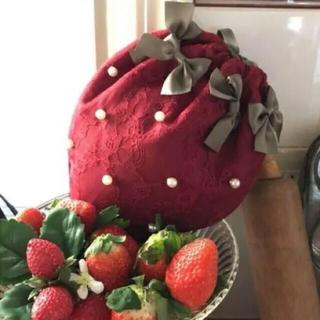 メゾンドフルール(Maison de FLEUR)のメゾンドフルール 苺 化粧ポーチ 巾着 赤(ポーチ)