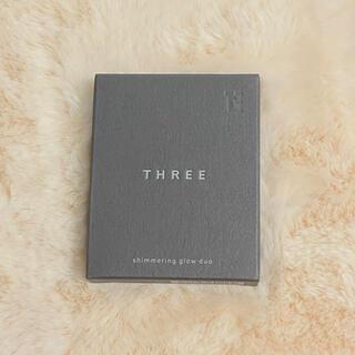 スリー(THREE)のTHREE シマリング グロー デュオ 02 新品(ファンデーション)