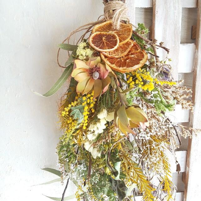 専用*ミモザ&オレンジ  ドライフラワースワッグ ハンドメイドのフラワー/ガーデン(ドライフラワー)の商品写真