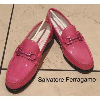 フェラガモ(Ferragamo)のサルヴァトーレ フェラガモ シューズ 新品 ピンク 靴 ローファー 未使用(ローファー/革靴)