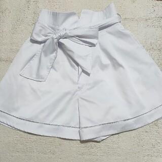 ミーア(MIIA)のMIIA白いミニスカートパンツ(ミニスカート)