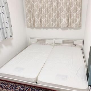 ニトリ(ニトリ)のニトリ ベッドフレームキング シングルマットレスx2 セット 寝具 送料別(キングベッド)