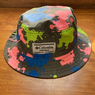 コロンビア(Columbia)のほぼ未使用 スプラ柄 ツバあり帽子 キッズ(帽子)