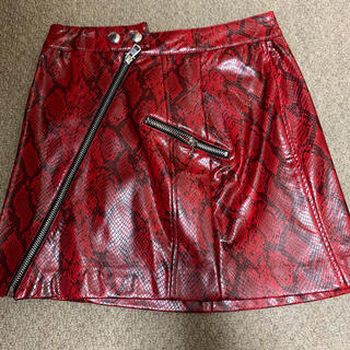 ベルシュカ(Bershka)のbershka 新品タグ付き パイソン柄スカート XSサイズ(ミニスカート)