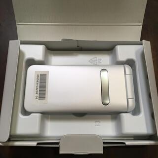 キョウセラ(京セラ)のau GRATINA 白 KYF37 ホワイト 美品 simロック解除済み①(スマートフォン本体)