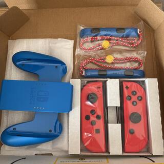 ニンテンドースイッチ(Nintendo Switch)のマリオレッドブルーセットの ジョイコン左右 グリップ ストラップのセット 新品(その他)