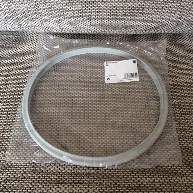 WMF(ヴェーエムエフ)のTupperware タッパーウェア 圧力鍋 交換用パーツ ゴムパッキン22cm インテリア/住まい/日用品のキッチン/食器(鍋/フライパン)の商品写真