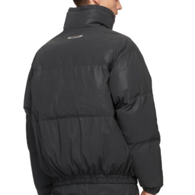 FEAR OF GOD(フィアオブゴッド)のM 新品 正規 FOG ESSENTIALS ナイロン パファージャケット 黒 メンズのジャケット/アウター(ブルゾン)の商品写真