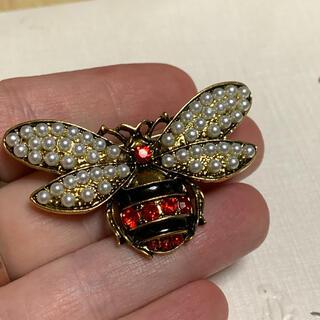 Lochie - 可愛い パール レッドクリスタル 蜂 ブローチ