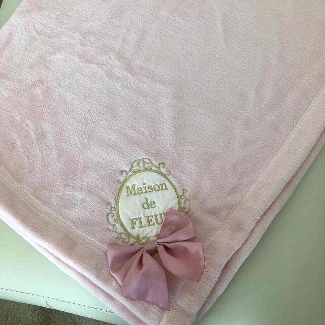 Maison de FLEUR(メゾンドフルール)の【新品.未使用】♡メゾンドフルール♡リボン刺繍ブランケット♡ピンク♡ レディースのファッション小物(マフラー/ショール)の商品写真