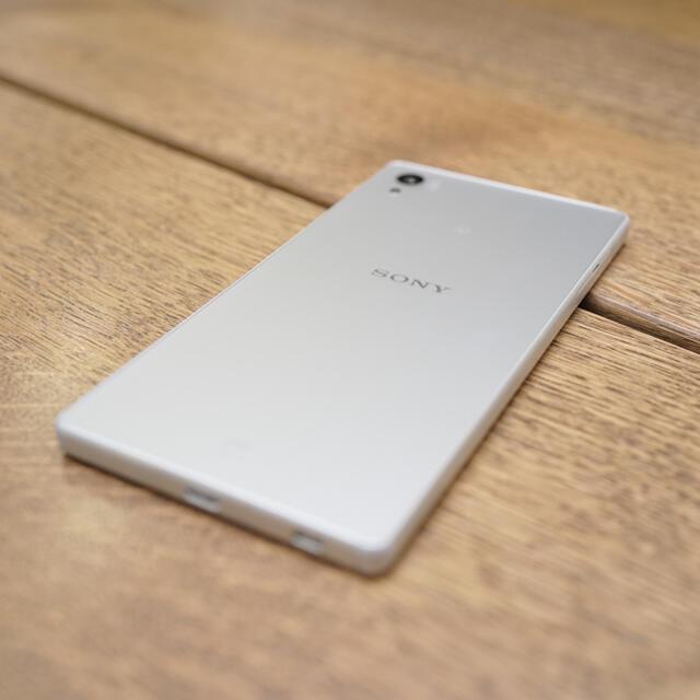 SONY(ソニー)のXperia Z5 White 32 GB au SOV32 SIMロック解除済 スマホ/家電/カメラのスマートフォン/携帯電話(スマートフォン本体)の商品写真