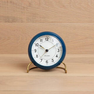 アルネヤコブセン(Arne Jacobsen)のAJ Station/ステーションテーブルクロック ヤコブセンブルー(置時計)