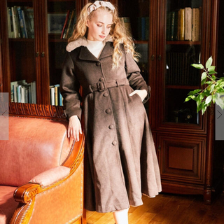 メゾンドフルール(Maison de FLEUR)のMaison de FLEUR Petite Robe ファー付フレアコート(ロングコート)