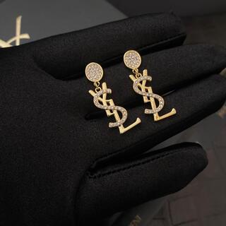 Yves Saint Laurent Beaute - yストーンアルファベット ピアス1点物