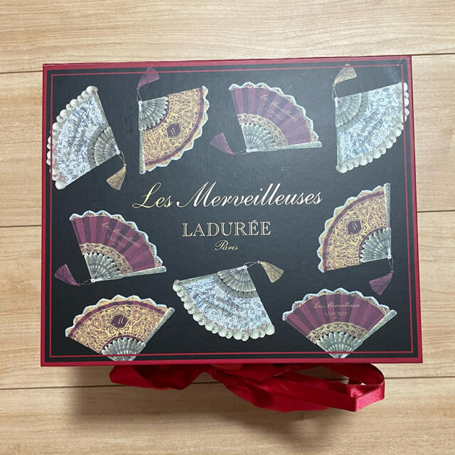 Les Merveilleuses LADUREE(レメルヴェイユーズラデュレ)の【限定品】レ・メルヴェイユーズラデュレ チーク・ポット コスメ/美容のベースメイク/化粧品(チーク)の商品写真