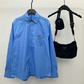 PRADA - 高品質のトライアングルレザーラベルブルーポケット長袖シャツ