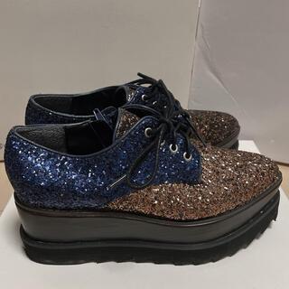 ムルーア(MURUA)のMURUA シャークソールローファー マルチ ネイビー グリッター(ローファー/革靴)