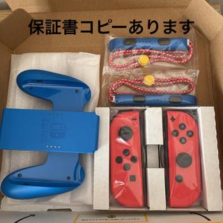 ニンテンドースイッチ(Nintendo Switch)のマリオレッドブルーセットの ジョイコン左右 グリップ ストラップのセット(その他)
