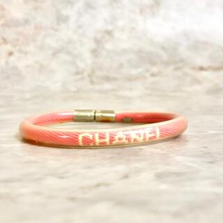 シャネル(CHANEL)の正規品 シャネル ブレスレット ロゴ ココマーク ピンク ビニール チューブ 銀(ブレスレット/バングル)
