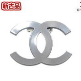 CHANEL - CHANEL シャネル ブローチ ピンバッジ 鏡面 シルバー 直営店スタッフ着装
