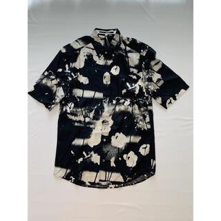 マックキュー(McQ)のMcQ マッキュー アレキサンダーマックィーン men's シャツ(シャツ)
