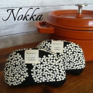 ストウブ(STAUB)の✧New Design✧Nokka『ノッカ』鍋つかみ✧紫陽花柄ブラック 北欧風(キッチン小物)