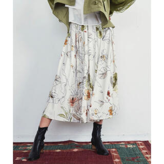 ラベルエチュード(la belle Etude)の新品【LA BELLE ETUDE】オリジナルヴィンテージフラワータックスカート(ロングスカート)