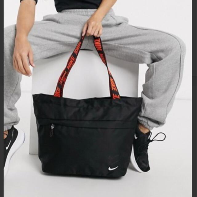 NIKE(ナイキ)の値下げ❗️新品未使用‼️NIKE テーピングストラップトートバッグ スポーツ/アウトドアのトレーニング/エクササイズ(ヨガ)の商品写真