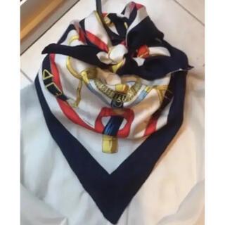 Hermes - 美品 トリコロールカラーが素敵 エルメス スカーフ カレ90