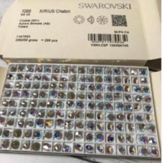 スワロフスキー(SWAROVSKI)のスワロフスキー SS29クリスタルAB 40個♡ オマケ付き♡(各種パーツ)