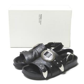 TOGA PULLA Ray BEAMS Metal emboss sandal