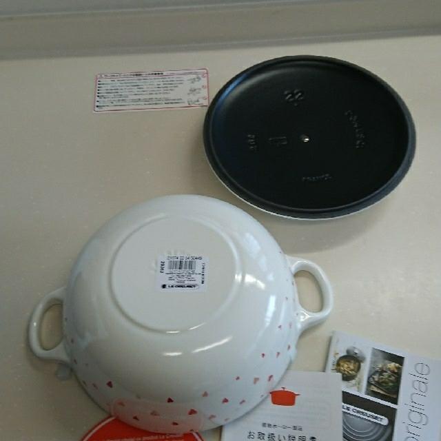 LE CREUSET(ルクルーゼ)のル・クルーゼ、ハート柄マルミット❣️22センチ、中黒、新品、未使用❣️お値下げ❣ インテリア/住まい/日用品のキッチン/食器(鍋/フライパン)の商品写真